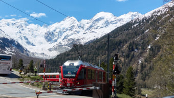 """Bernina Express"" in der Montebello Kurve"